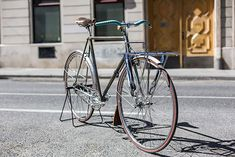 Cinelli Porteur It's always refreshing to see a well-worn bike amongst the latest and modern builds, but Martin Zeplichal's vintage Cinelli, modelled after the newspaper delivery bikes of Paris in the 30s, proved that they're just as popular.