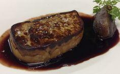 Foie gras de Canard poêlé au sucs de vin de Porto, dattes et oignons blancs.
