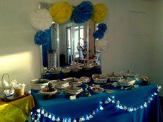 Mesa com as comidinhas de boteco do buffet  Patyleka, e parceria Sandra Dias decor , Tri Balloon Festas e Eventos .