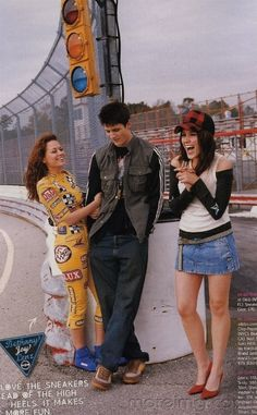 why have i never seen this omg. bethany joy, james lafferty and sophia bush
