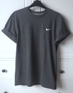 insta & pinterest @kenziemxller Simple Shirts, Plain Shirts, Basic T Shirts, Loose Shirts, Blank T Shirts, Casual T Shirts, Cute T Shirts, Nike Athletic Clothes, Women's Nike Clothes