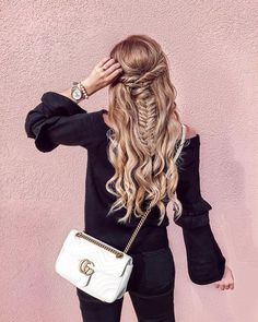 Went in for a toner and walked out feeling like a mermaid with this gorge fishtail braid! Between highlights I normally get a cool toner applied to get rid of any brassiness it allows me to go 6-8 weeks between coloring. #timextimeout @timex .... Thinking about doing an Insta Live to answer all of your hair questions! Leave me a comment that youd want me to answer and Ill add it to my list! .... Details linked on the @liketoknow.it app! Or use my #linkinbio to Shop My IG…