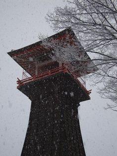 【時報堂】平成23年12月9日、雪の中の時報堂です。
