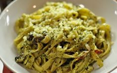 Pesto di rucola e pomodori secchi - Ricetta per un pesto eretico a base di…