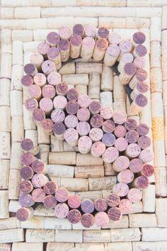 Lukt alleen met rode wijn ;) of een beetje helpen met gekleurde inkt. Lovely resultaat. / another great winery wedding idea
