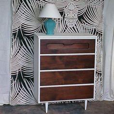 Missy Brown! Commode vintage en bois de Noyer rehaussé. Peinturé, teint , vernis.  Créations Mixxy Design