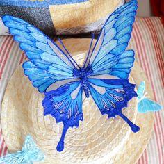 Suivez le pas à pas pour réaliser des papillons avec un stylo 3D !<br /><p></p><br /><p>Symbole de changement, de métamorphose et d'envol, les papillons sont à l'honneur dans ce tuto.<br> Chacune d'elles se distinguent par leurs formes, leurs couleurs ou leurs motifs.<br> Et chacune a son niveau de difficulté, ce qui vous permet de progresser au fil de vos créations.</p>