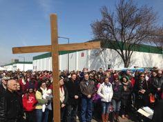 2,700 People Attend Good Friday Prayer Vigil at Planned Parenthood Abortion Biz http://www.lifenews.com/2014/04/21/2700-people-attend-good-friday-prayer-vigil-at-planned-parenthood-abortion-biz/