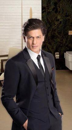 Handsome, dashing, charming ❤️SRK❤️ Handsome Indian Men, Mens Shalwar Kameez, Shahrukh Khan And Kajol, Srk Movies, Bollywood, Sr K, Indian Star, King Of Hearts, Akshay Kumar