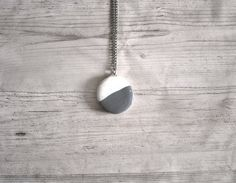 Modern round cold porcelain necklace grey and white elegant design pendant necklace necklace for women jewelry stores jewellery fashion