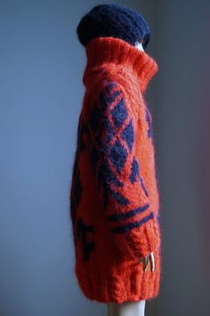 macatrose: SWEATER WITH HAT & SCARF2 by torinel on Flickr.