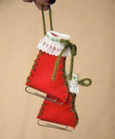 adorno para el árbol de Navidad con papel con fieltro: patines sobre hielo