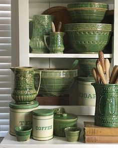 Mccoy Pottery, Pottery Bowls, Vintage Pottery, Pottery Teapots, Vintage Tupperware, Vibeke Design, Mixing Bowls, Vintage Green, Vintage Bowls