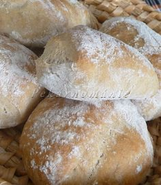Profouknuté bulky (s prefermentem) Cupcake Cakes, Bread, Food, Calamari, Scrappy Quilts, Brot, Essen, Baking, Meals