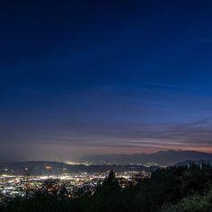 Instagram【urbanislanderjp】さんの写真をピンしています。 《フライフィッシング帰りの丹沢の山から見る夜景 http://urbanislander.co.jp/semperfli #flyfishing #landscape #scenary #picnic #キャンピングカー #山 #夜景 #風景 #景色 #日本 #ピクニック #丹沢 #フライフィッシング #秦野》