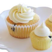 Blueberry Cheesecake Cupcakes with Cream Cheese Swirl - Light and tasty.I love blueberries and these cup cakes are always great for an occassion.my kids go nuts on them! Easy Cake Recipes, Sweets Recipes, Brownie Recipes, Cupcake Recipes, Cupcake Cakes, Desserts, Cup Cakes, Free Recipes, Blueberry Cheesecake Cupcakes