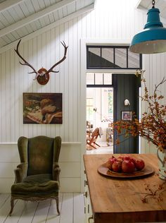 A Mill Valley Home Revisited I like the color of the chair the painting and the very simple classic mount - March 03 2019 at Home Decor Styles, Diy Home Decor, Home Interior Design, Interior Decorating, Decorating Games, Decorating Websites, Diy Casa, Piece A Vivre, Decoration