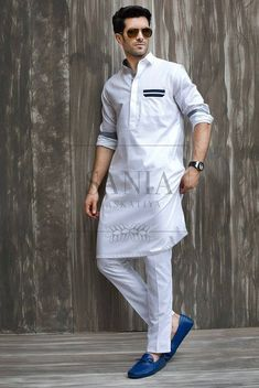Men Summer Kurta Trends & Designs Latest Collection consists of Pakistani Shalwar Kameez styles, kurta necklines, color combinations, etc Punjabi Kurta Pajama Men, Kurta Men, Indian Men Fashion, Muslim Fashion, Stylish Men, Men Casual, Mens Shalwar Kameez, Kurta Style, Abaya Style