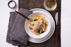 Spagetti med räkor - Viva vin o mat Frisk, Parmesan, Thai Red Curry, Spaghetti, Pasta, Ethnic Recipes, Food, Italy, Noodles