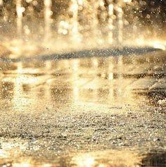 Rain that looks like gold. Same as Gold in this heat. I Love Rain, No Rain, Rain Fall, Summer Rain, Singing In The Rain, When It Rains, All Nature, Pics Art, Rain Drops
