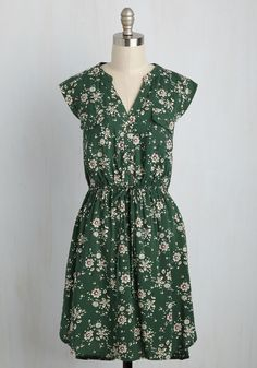 A Way With Woods Floral Dress in Fern. Arriving at the picnic shelter in this green dress, you present your foraged feast for all to enjoy! #green #modcloth
