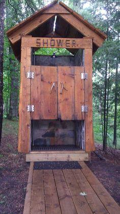 outdoor shower ideas 28 Outdoor Shower Ideas with Maximum Summer Vibes . outdoor shower ideas 28 Outdoor Shower Ideas with Maximum Summer Vibes Outdoor Toilet, Outdoor Baths, Outdoor Bathrooms, Outside Showers, Outdoor Showers, Outdoor Spaces, Outdoor Living, Rustic Outdoor, Outdoor Decor