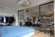 90平米のワンルーム: HOUSETRAD CO.,LTDが手掛けたtranslation missing: jp.style.寝室.industrial寝室です。