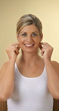Mit Zupfmassage das Gesicht straffen: Übungen die helfen - Mit der folgenden Zupfmassage von Heike Höfler können Sie mit nur einigen Griffen Ihr Gesicht straffen ...