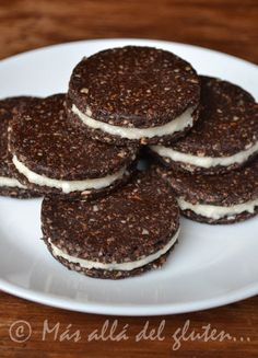 "Más allá del gluten...: Galletas Tipo ""Oreo"" Crudiveganas (Receta GFCFSF, Vegana, RAW) Gluten Free Treats, Vegan Treats, Vegan Gluten Free, Healthy Desserts, Delicious Desserts, Vegan Candies, Snacks Saludables, Raw Desserts, Raw Vegan Recipes"