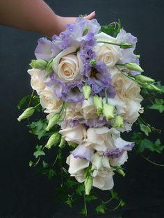 rózsa, lisianthus menyasszonyi csokor futóborostyánnal - esküvő virág