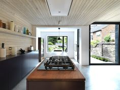 Use of wood textures: Timber kitchen extension in London Interior Architecture, Interior And Exterior, Interior Design, Kitchen Interior, Kitchen Design, Timber Kitchen, House Extensions, Kitchen Extensions, Living Room Kitchen