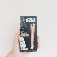 力はこの1と強いです The Force Is Strong With This One  #ウエハー #日本 #スナック #フード #食通 #チョコレート #スターウォーズ #ダースベイダー #ストームトルーパー #ディズニー #ルーカスフィルム  #elise #bourbon #japanese #snack #chocolate #foodie #starwars #lucasfilm #disney #darthvader #stormtrooper #sith by victorrsmn