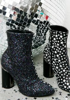 Silent Planet Boots are movin' thru the astral plane devastatingly slowly… These amazing boots feature an iridescent black glitter outer, black 'N white star printed inner, tapered toe, block heel with silver hardware trim, and inner ankle zip closures.