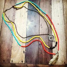 COLAR DE MIÇANGAS ETNICO ESTILO MAASAI   Lindo colar Boho chic estilo Maasai, feito com miçangas e metal bronze.  Última novidade nas passarelas de NY http://www.elo7.com.br/colar-de-micangas-etnico-estilo-maasai/dp/4C6C29