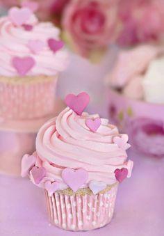 sweet!  http://cakeshautecouture.com/eng/tartas.php?id_ficha=134_categoria=cupcakes=1