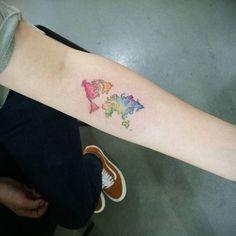 watercolor world map tattoo Inner Forearm Tattoo, Small Forearm Tattoos, Forearm Tattoo Design, Foot Tattoos, Sleeve Tattoos, Free Printable World Map, Watercolor World Map, World Map Outline, Karten Tattoos