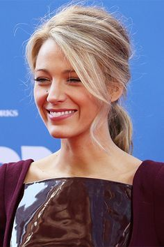 Red carpet hairstyle. Low ponytail - Blake Lively. Celebrity hairstyle.