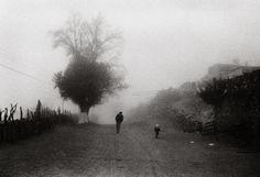 """Adriana Lestido. El amor, 1992/2005. """"Es la serie más subjetiva. Las fotos fueron dándose solas, sin intención, la mayoría en los viajes que hacíamos con mi pareja. Después, viéndolas unas con otras, me di cuenta de que había algo más. La segunda parte de la serie corresponde a un viaje que hice sola por el norte de Chile y Bolivia, después de separarnos""""."""