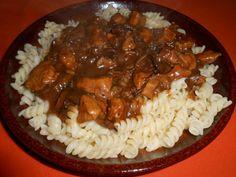 Houbová omáčka s tymiánem | NejRecept.cz Pesto, Grains, Food And Drink, Rice, Cooking Recipes, Beef, Treats, Dinner, Food Ideas