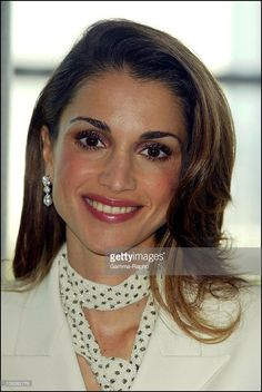 2002, Queen Rania of Jordan in Paris France on September 30 2002 Photo d'actualité | Getty Images