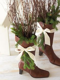 Christmas Boots - would be awesome with old cowboy boots also Elegant Centerpieces, Holiday Centerpieces, Christmas Holidays, Christmas Crafts, Christmas Decorations, Holiday Decorating, Decorating Ideas, Natural Decorating, Xmas