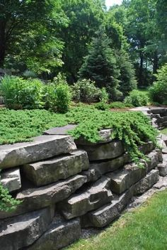 Awesome Rock Garden Retaining Wall Ideas For Backyard and Side Yard - My Dream House Garden Retaining Wall, Landscaping Retaining Walls, Hillside Landscaping, Front Yard Landscaping, Landscaping Ideas, Boulder Retaining Wall, Rock Wall Landscape, House Landscape, Landscape Design