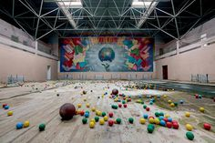 41 Eerie Photos of Abandoned Soviet Buildings | Mental Floss I would love to take pictures of abandoned places.