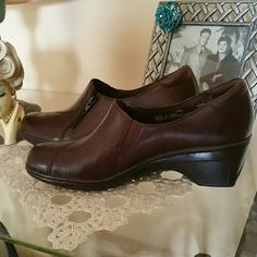"Clarks Brown Leather booties 6 Good used condition. Has stick on inserts inside sole. 2.25"" heel Clarks Shoes Ankle Boots & Booties"