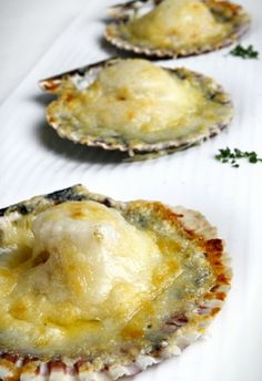 ostiones a la parmesana, piqueos marinos Shellfish Recipes, Seafood Recipes, My Recipes, Italian Recipes, Cooking Recipes, Peruvian Dishes, Peruvian Cuisine, Peruvian Recipes, Chilean Recipes