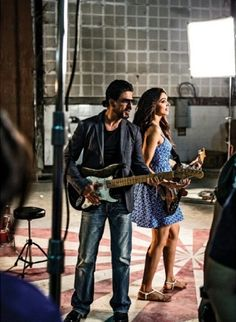 shahrukh khan and Deepika Padukone Promoting Chennai Express Latest Unseen Images Bollywood Photos, Bollywood Actors, Richest Actors, Chennai Express, Deepika Padukone Style, Glamour World, Unseen Images, King Of Hearts, Latest Images