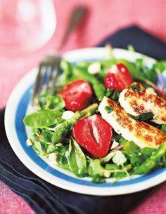 Salaatti mansikoista ja halloumijuustosta