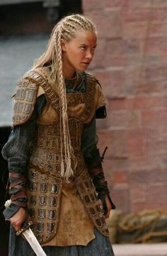 More leather armor! I like this for the Outlaws because, honestly, where would they get chain mail or plate armor? Female Armor, Female Knight, Lady Knight, Fantasy Armor, Medieval Fantasy, Fantasy Hair, Warrior Princess, Mode Inspiration, Character Inspiration