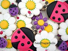 Daisy Cookies with Ladybug accent  @SweetSugarBelle {Callye Alvarado} {Callye Alvarado} {Callye Alvarado} {Callye Alvarado}.com