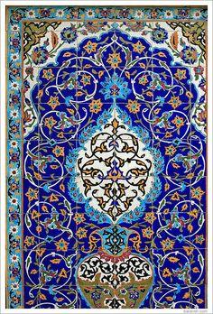 Islamic mosaic and decorative tile (Kashi Kari), source Tile Art, Mosaic Art, Mosaic Tiles, Islamic Art Pattern, Pattern Art, Motif Oriental, Islamic Tiles, Middle Eastern Art, Persian Pattern